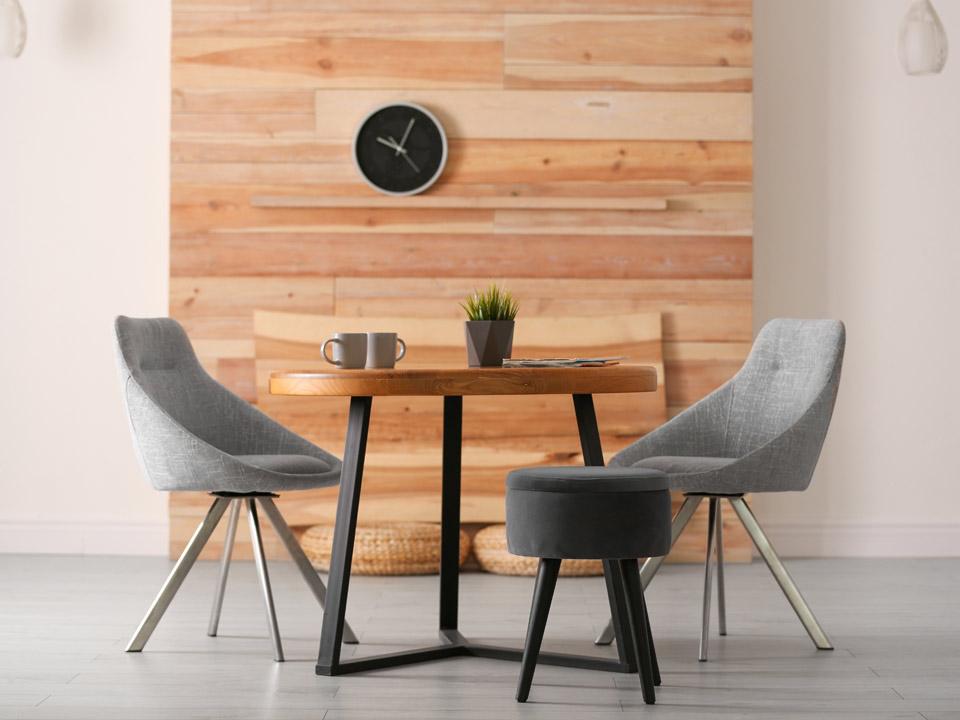 Une table à manger pour deux, quatre ou six